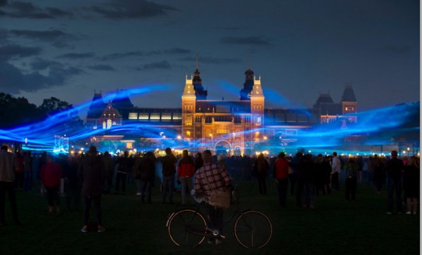 Waterlicht in Amsterdam en Parijs by Dan Roosegaarde | Project